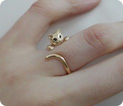 BAILE DE SAN VALENTÍN (Rol Masivo) Accessories_cat_ring_gold_hand_kidi-234f65eee2055964348a8ace863cba7c_h_large