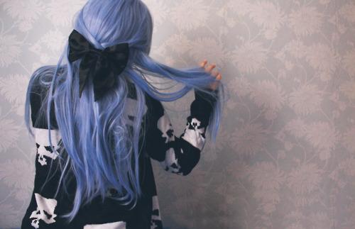 Alternative-blue-hair-bow-colored-hair-girl-favim.com-274375_large