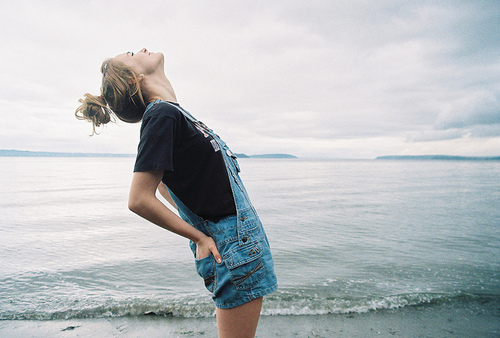 Fashion-girl-happiness-sea-favim.com-276007_large