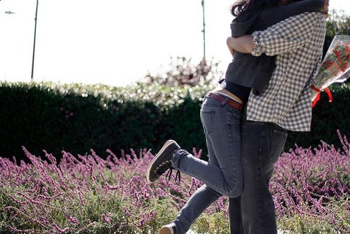Boy-couple-flowers-girl-happy-favim.com-277400_large