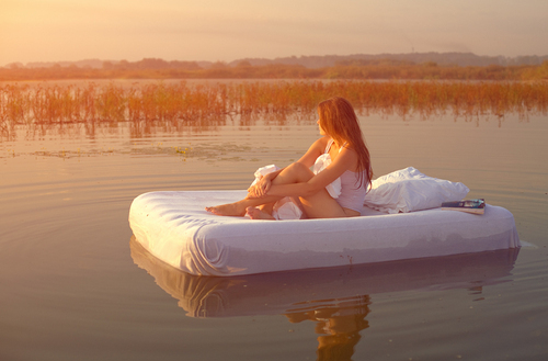 Alone-girl-sunshine-water-favim.com-277416_large
