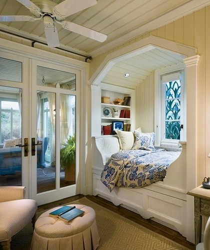 ROOMS I LOVE / love this bed/nook..looks so cozy