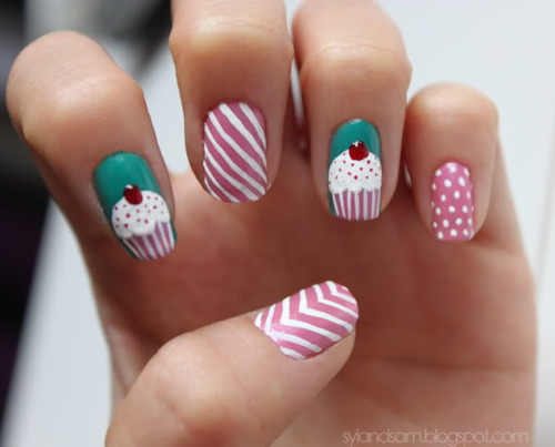 Colourful-cupcakes-nails-stripes-favim.com-277116_large
