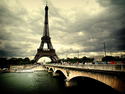 Eiffel-paris-photography-torre-eiffel-tower-eiffel-favim.com-259728_large