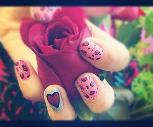 love nails paint pink