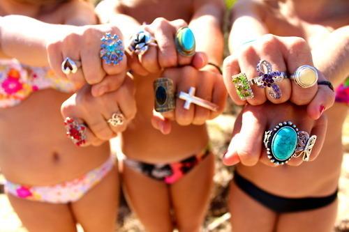 Bikini-girl-ocean-rings-summer-favim.com-281657_large