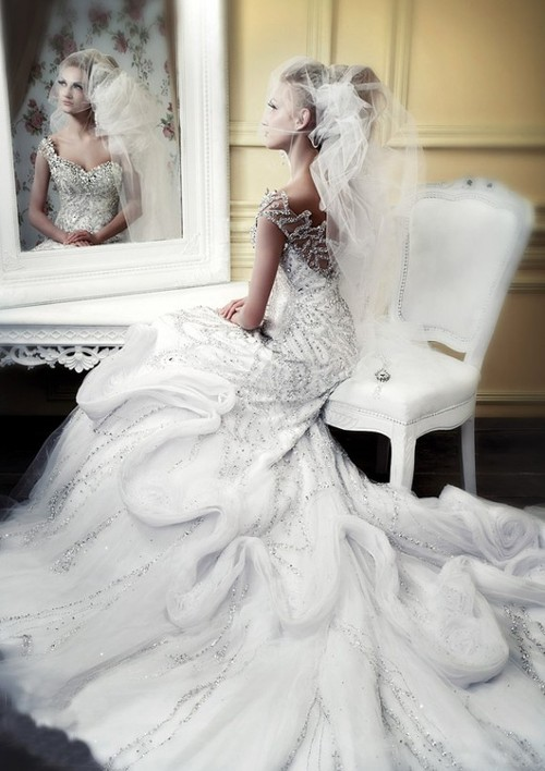 Royal-style-winter-wedding-dresses-fom-michael-cinco2-570x807_large