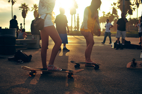 friends, girls , longboard, longboard girl, longboard girls - inspiring picture on Favim.com