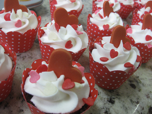 Valentines-day-heart-cupcakes_large