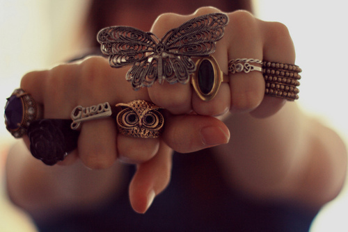 Butterfly-cute-fashion-girl-hand-favim.com-286946_large