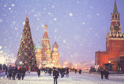 Christmas-tree-festive-russia-snow-tree-favim.com-136138_large