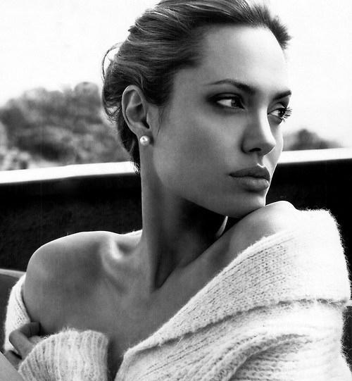 Angelina Jolie ♥ (ფოტოკრებული)