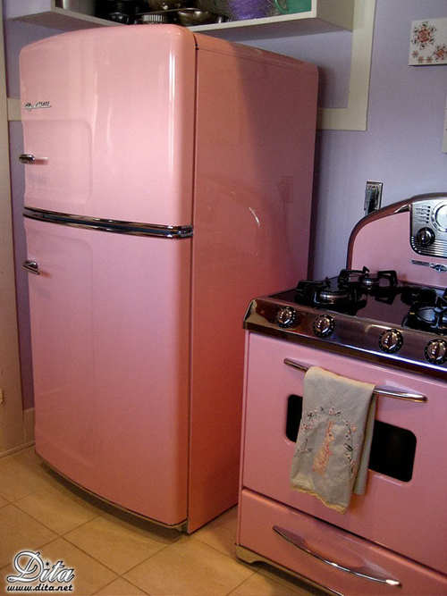 La Tica-Gringa: Pink Dream Kitchen: Dita Von Teese