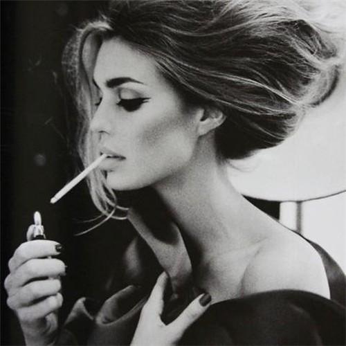 Down,dress,hair,hand,long,smoking-cec66747f8e66d3334e091d07c6dea5d_h_large