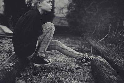 Alone-black-and-white-converse-dark-girl-favim.com-300041_large