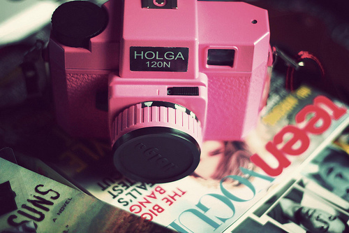Camera-holga-magazines-photography-pink-favim.com-301859_large