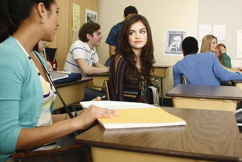 Lucy-hale-in-pretty-little-liars_2_jpg_large