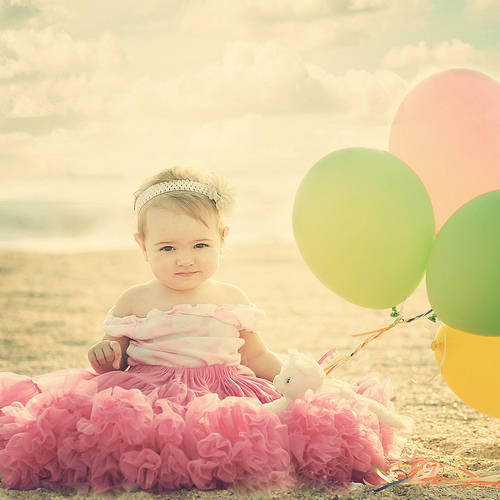 Baby-baby-girl-ballon-balloon-child-favim.com-303858_large