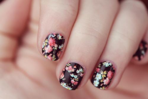 Beatuiful-fashion-flowers-nails-style-favim.com-300312_large