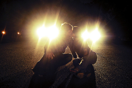 Couple,kiss,love,traffic-dbd707b5fc7fd0fe7270a482668cdaed_h_large