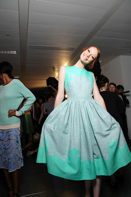 Jonathan-saunders-spring-2012-rtw-backstage-008_runway_large