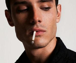 タバコは加齢臭の原因です