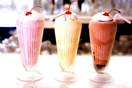 Cherry-chocolate-dessert-milkshake-strawberry-favim.com-313723_large