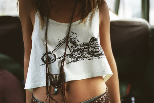 Girl,motor,necklace,shirt-b0bb2cfff4a40628e417d38a3e2fa283_h_large