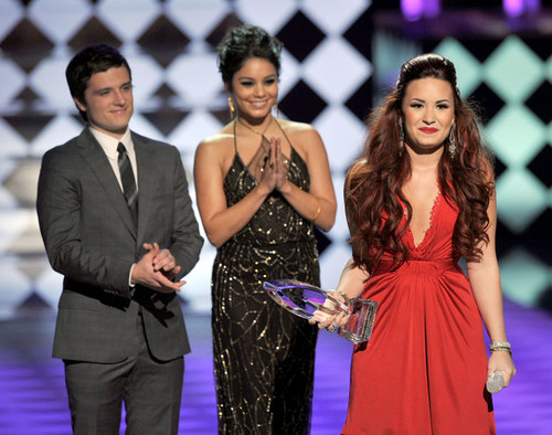 Josh+hutcherson+2012+people+choice+awards+yajd8dasj1tl_large