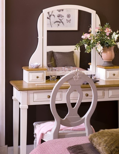 Collect items. It Girl VIBE  How to have a Vanity table area