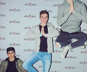 meet and greet poses images