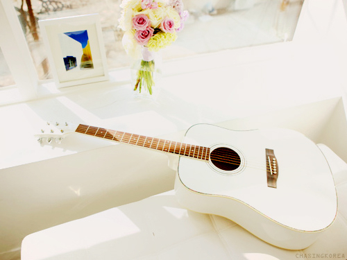 Cute-fashion-guitar-lepillow-vintage-favim.com-316839_large