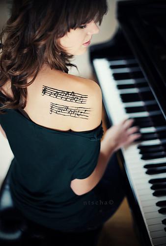 Garota amor-music-tatuagem-tatuagens-favim.com-280592_large_large