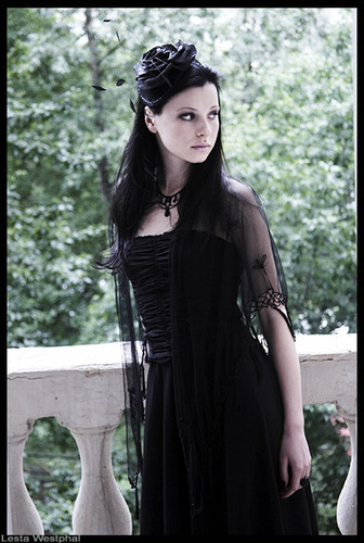 Black,girl,gothic,beauty,demure,fashion-7685c690c8479d65024ceca04f8a7124_h_large