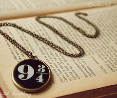Num quarto branco: Harry Potter Jewellery Collection - The beginning