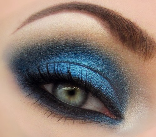 "Closeup of blue smokey eye using the color ""Spellbound"" from Beauty From the Earth and Urban Decay's Naked palette! 