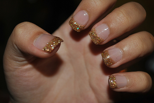 Glitter-gold-nails-favim.com-325915_large