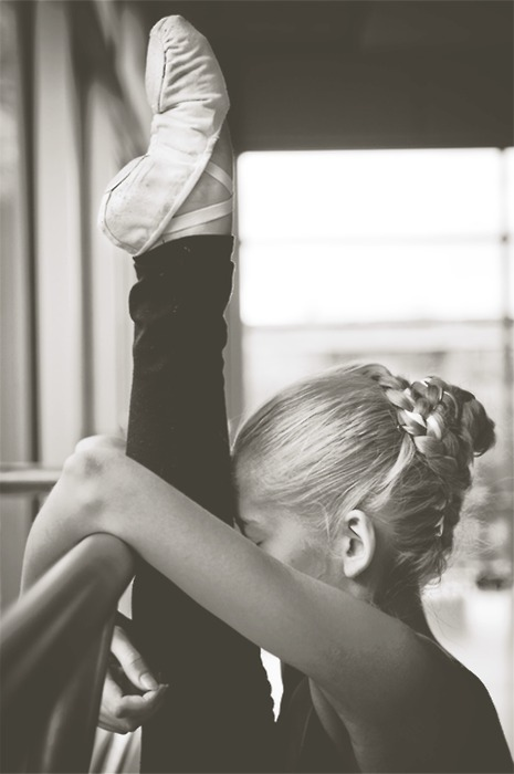 Ballerina-ballet-black-and-white-dance-girl-favim.com-318402_large