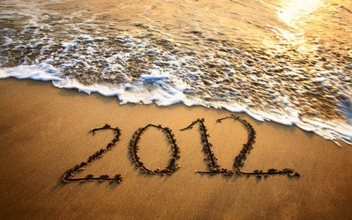04-happy-2012-beach-wallpaper_large