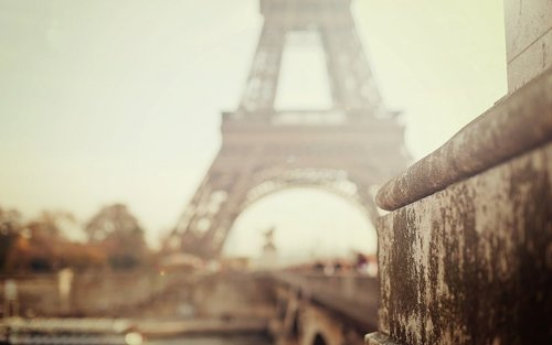 Paris_wallpaper_by_kamysweet-d4q1x1a_large