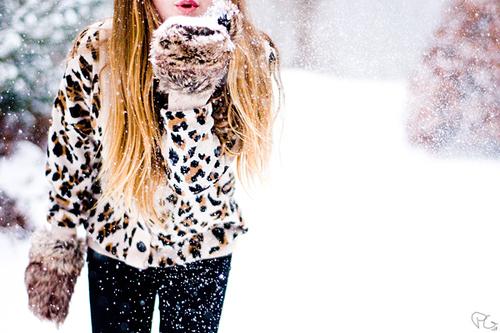 Cute-girl-snow-white-winter-favim.com-333779_large