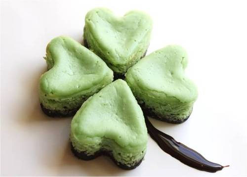 http://data.whicdn.com/images/24979740/mintcheesecakeshamrocks_large.jpg