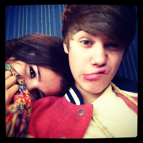 Justin-selena-funny-faces-day--1677891331768634258_large