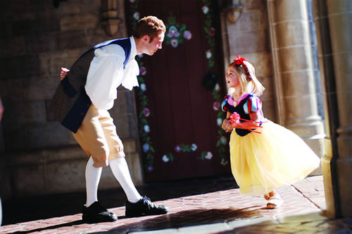Snow-white-and-prince-charming-at-disneyland-paris_large
