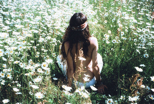 Field-flowers-girl-hippie-naked-favim.com-266065_large
