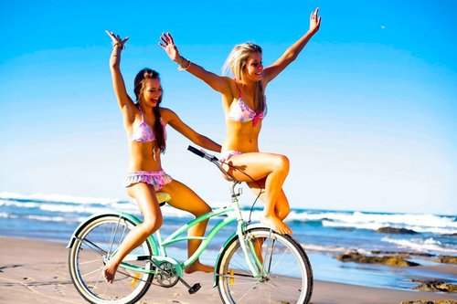 Beach-bike-bikini-blonde-brunette-favim.com-336598_large