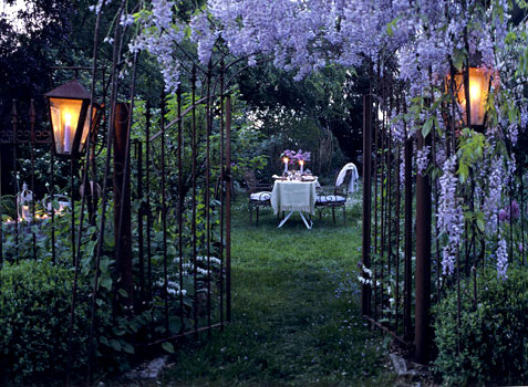 1door_wisteria_table_1_large