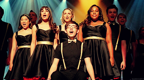 Glee_cast_onmyway1_large