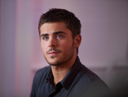 The-lucky-one-zac-efron-30140059-449-340_large