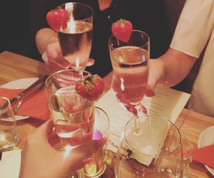 strawberry prosecco girls